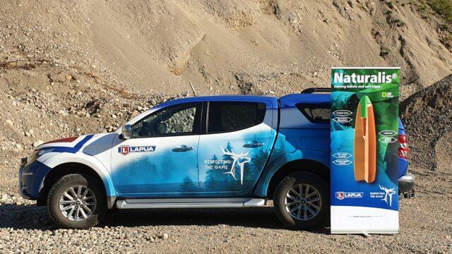 Lapua Naturalis -auto hiekkamontulla